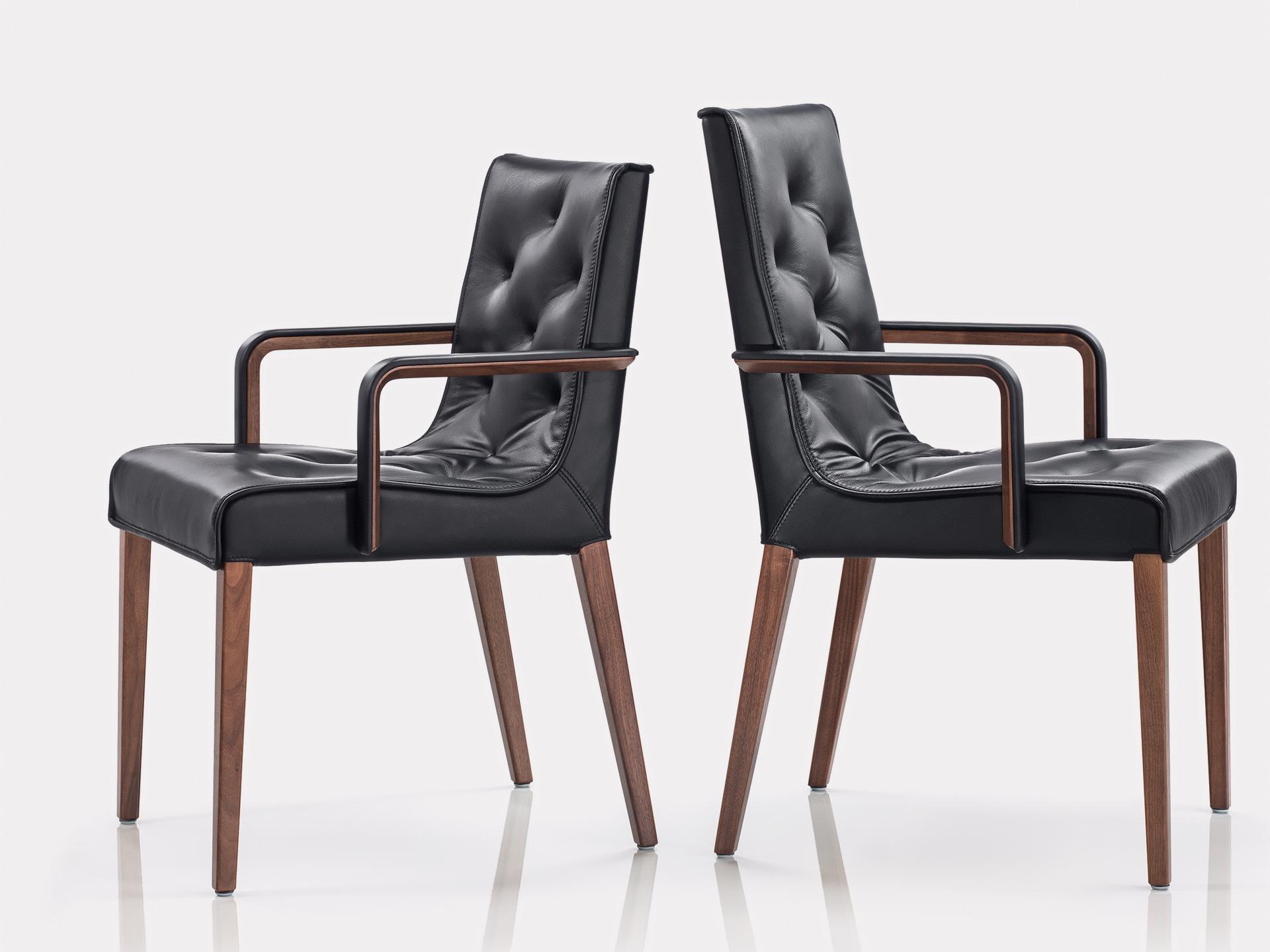 sitzen bei tisch ein echter wittmann stuhl steht f r gem tlichkeit bruno wickart blog. Black Bedroom Furniture Sets. Home Design Ideas