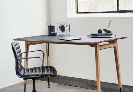 MAGNUS OLESEN: Freya Desk Up