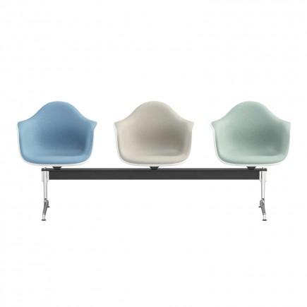 Vitra Eames Plastic Armchair auf Traverse Wartezonensystem 20_4401X900