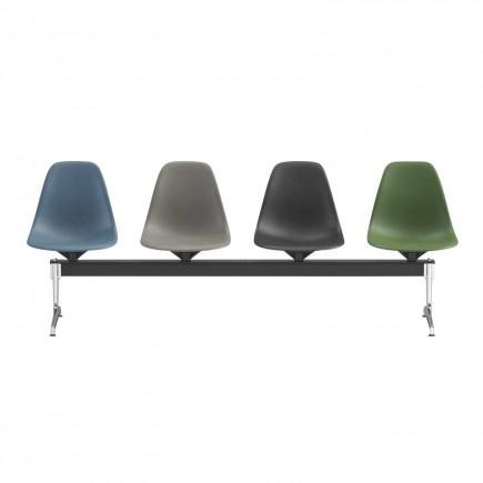 Vitra Eames Plastic Side Chair auf Traverse Wartezonensystem 20_440XX700